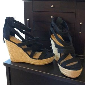 Size 9 black strappy wedges